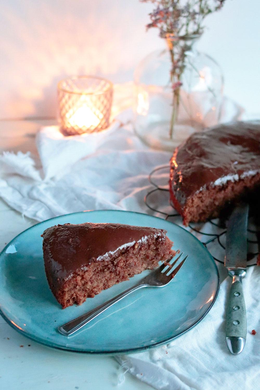Saftiger Gewürzkuchen mit Zimt und Nelken. Der beste Schokokuchen mit Zimt ultra saftig und fluffig. Fluffiger Schokokuchen mit gemalenen Mandeln #weihnachtskuchen #weihnachtsrezept #winterrezept #schokoladenkuchen
