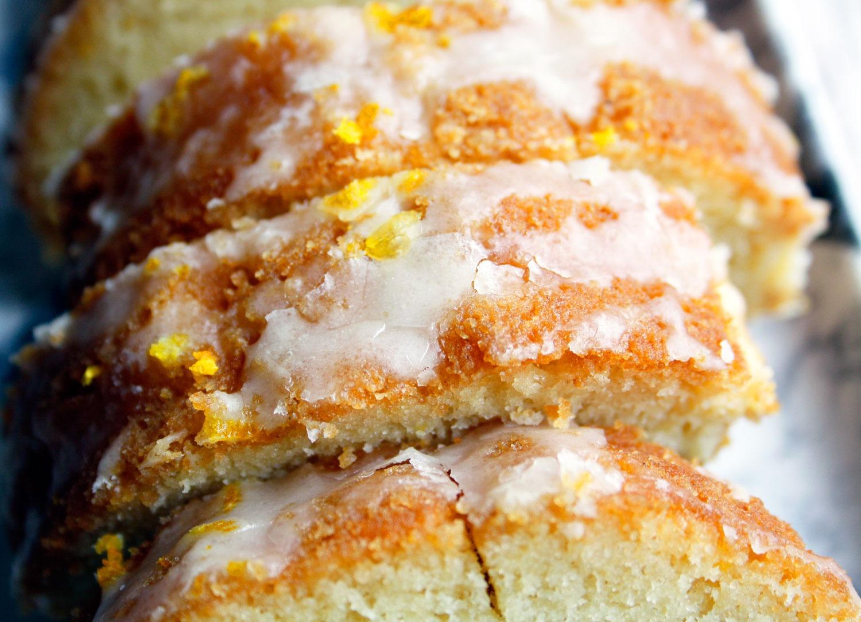 Saftiger Orangenkuchen backen. Rührkuchen mit Orangengeschmack und Zuckerguss ideal als Geburtstagskuchen, Kindergebursttag oder zu Ostern.