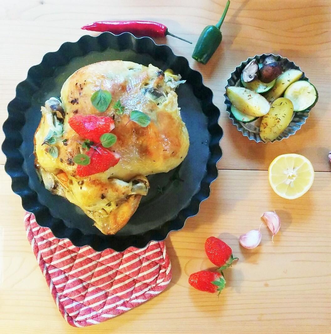 Brathähnchen mit Erdbeeren und Ofengemüse
