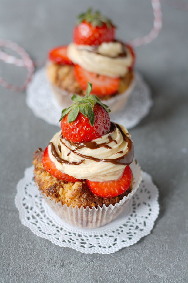 Rezept Cupcakes mit Erdbeeren und Erdnussbutter Hochkant