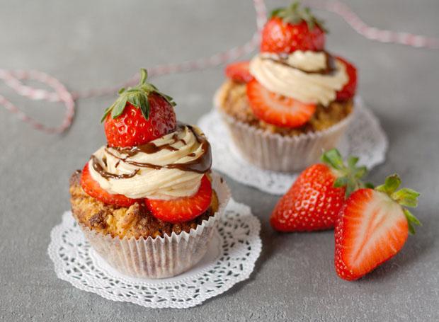 Cupcakes mit Erdbeeren und Erdnussbutter