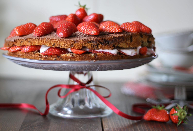 Erdbeertorte mit Schokoladensahne und Erdbeerquark.jpg