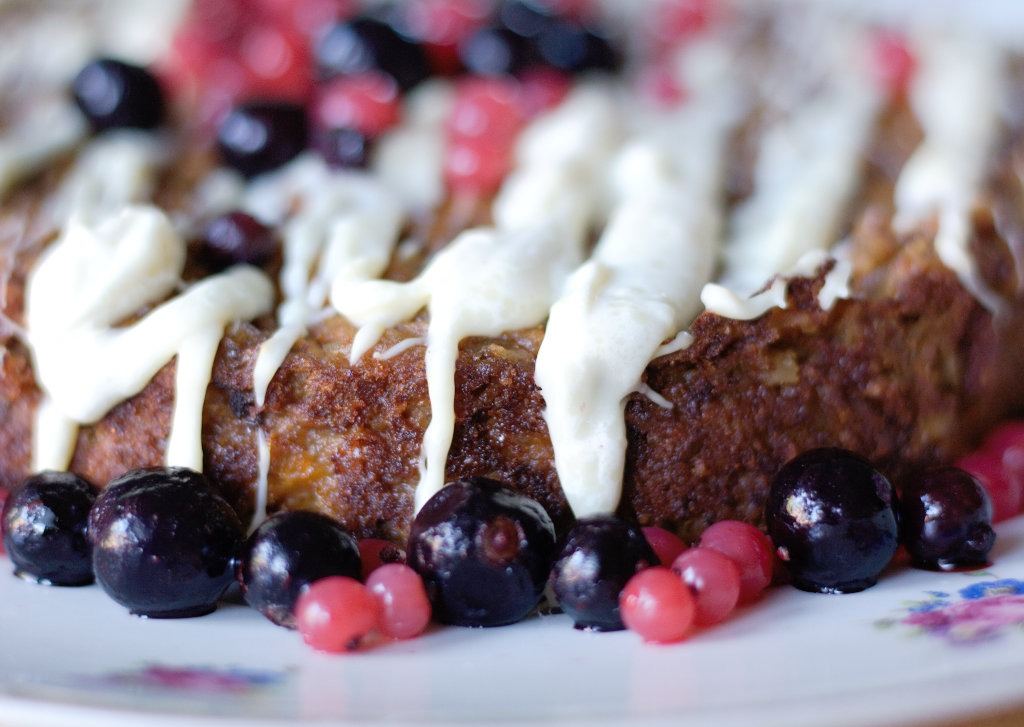 Kuchen ohne Mehl mit Beeren Nahansicht