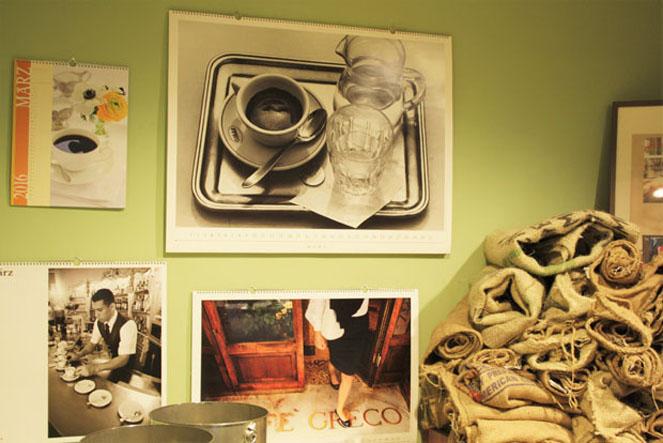 Bilder und Kaffeebohnensäcke