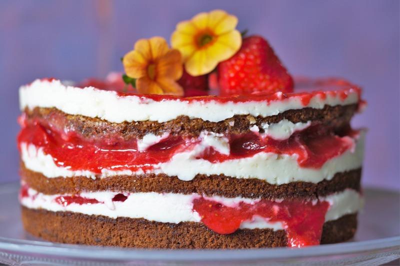 Erdbeertorte naked cake mit Erdbeeren