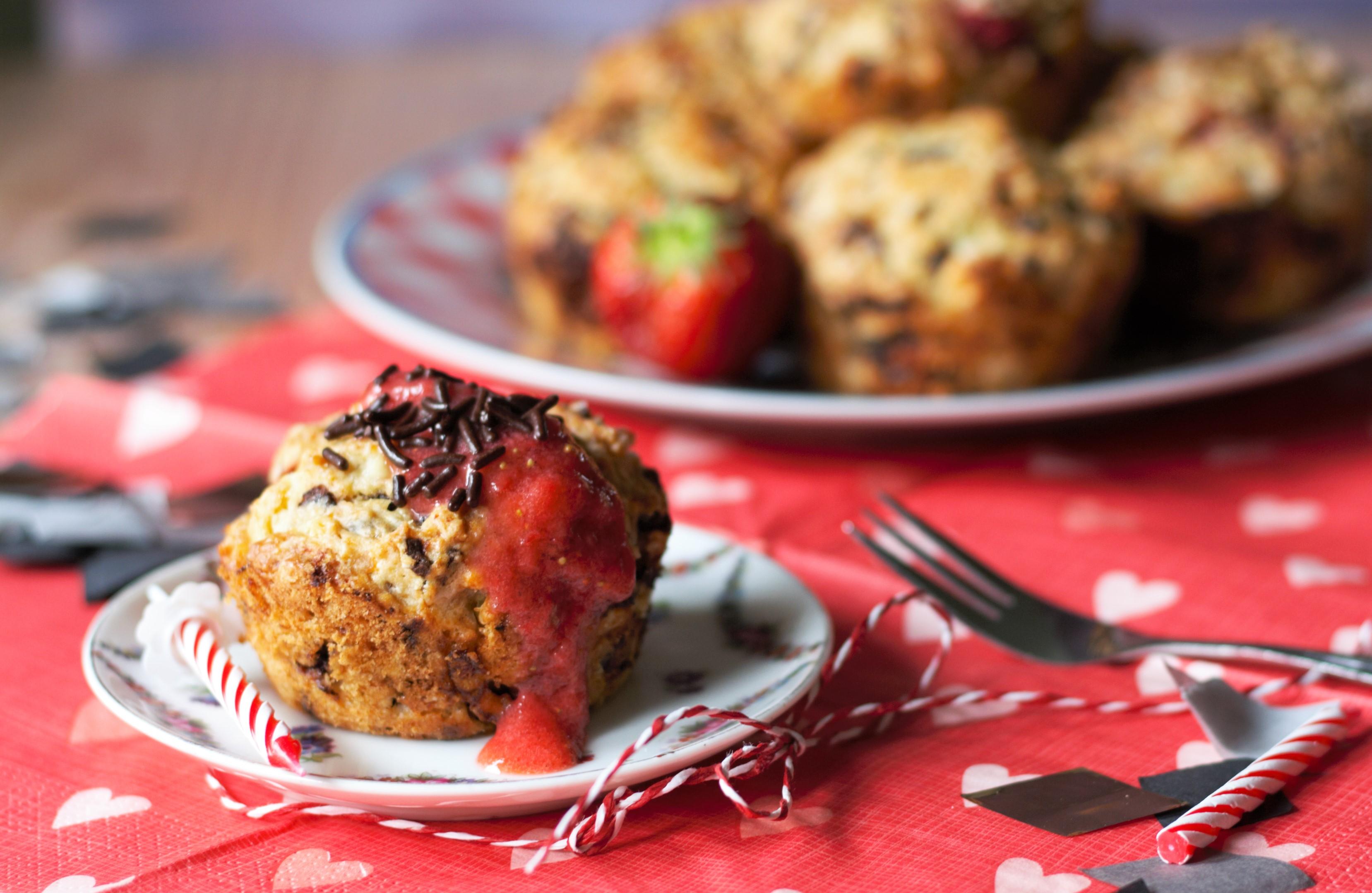 Geburtstagsmuffins mit Erdbeeren Schokolade und Bananen von Naschen mit der Erdbeerqueen