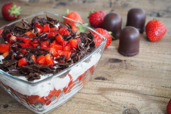 Erdbeer-Schichtdessert mit dem gewissen Crunch [Gastbeitrag]