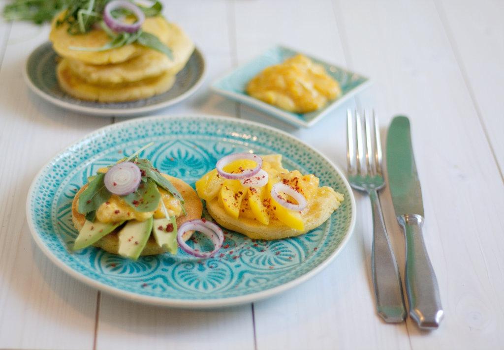 Arepas mit Avocado und Mangodip Maisfladen