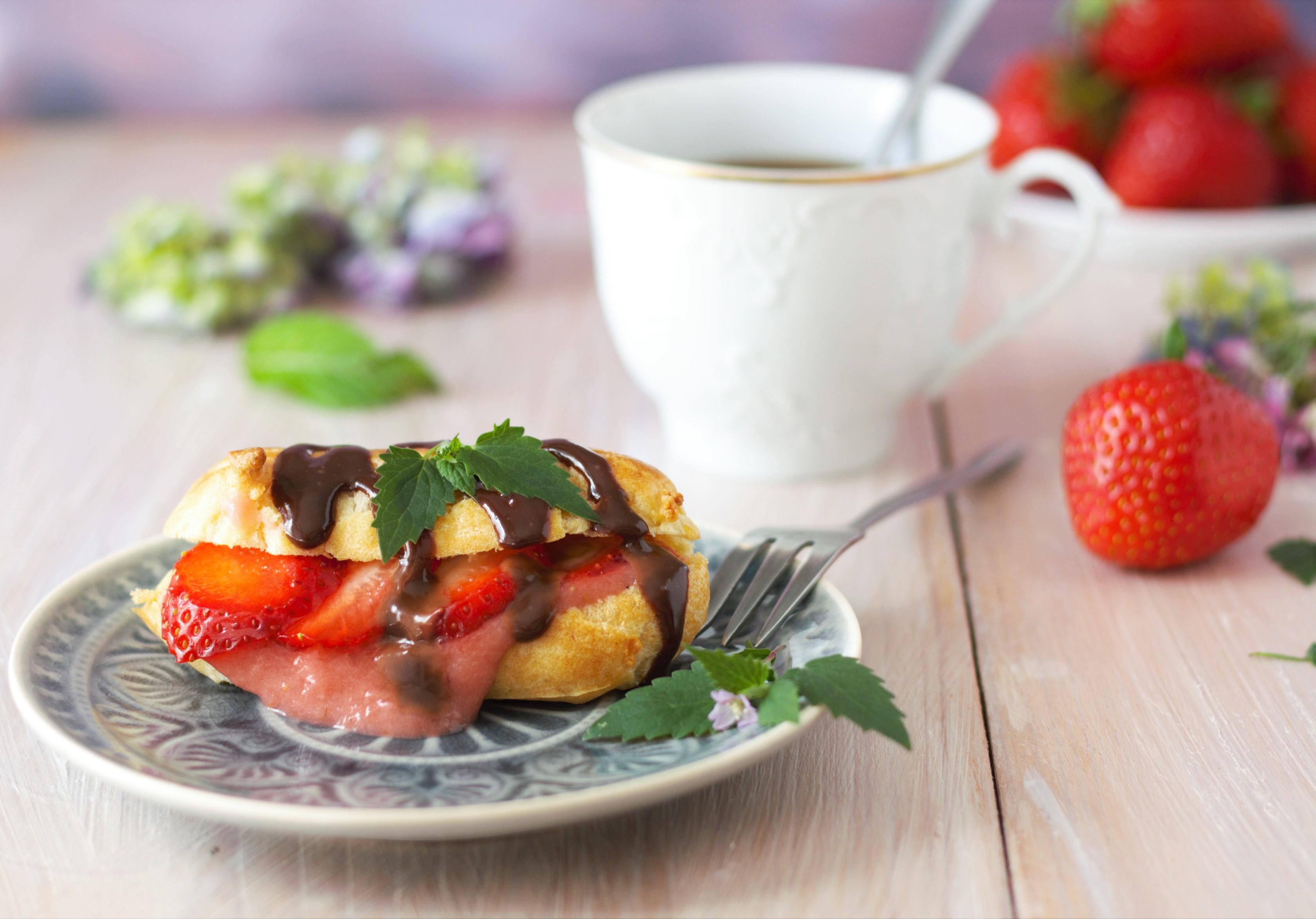 Erdbeereclairs mit Erdbeerpudding und Schokoladenpudding mit Minze von Naschen mit der Erdbeerqueen