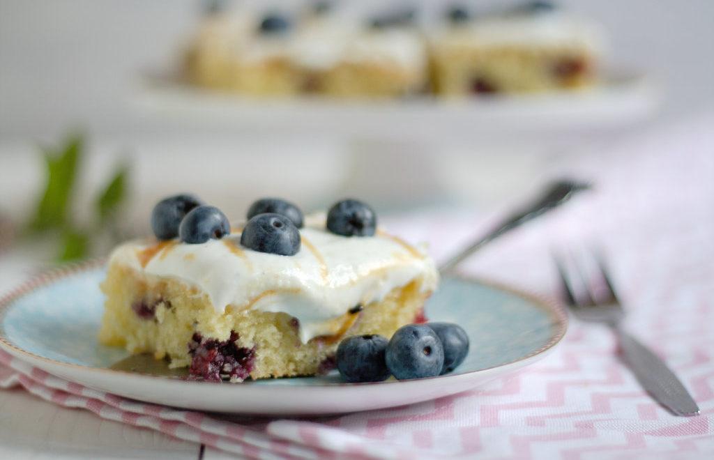 Blaubeerkuchen mit Joghurttopping und Salted Caramel von Naschen mit der Erdbeerqueen