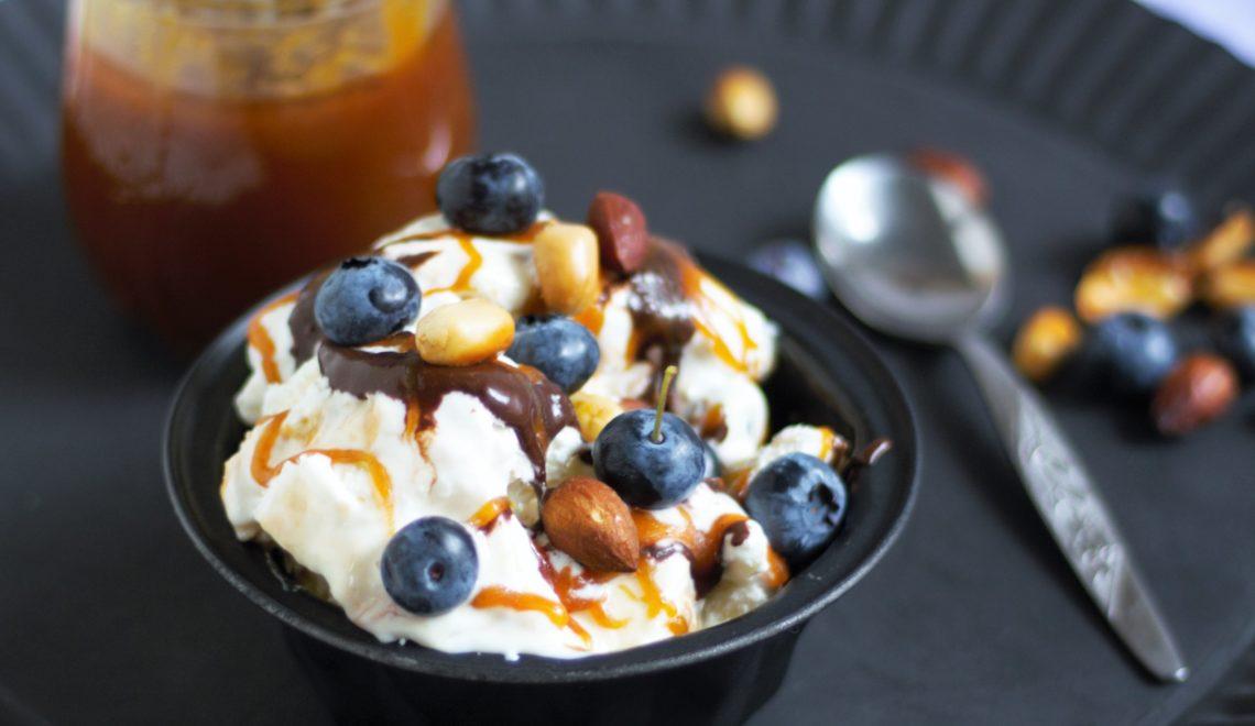 Frozen Yoghurt mit Salzkaramell und Blaubeeren von Naschen mit der Erdbeerqueen 4