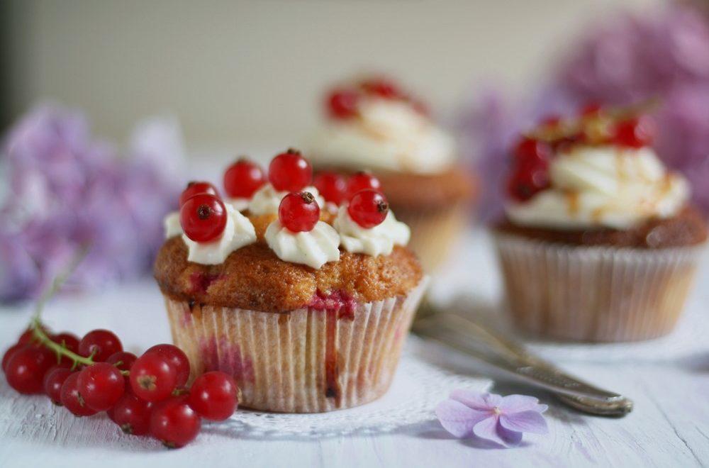 Johannisbeercupcakes mit Frischkäsetopping von Naschen mit der Erdbeerqueen