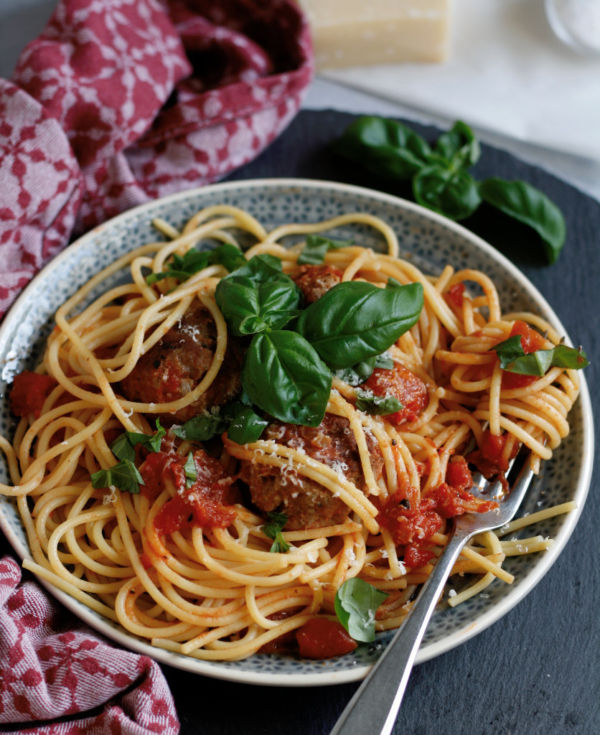 Rezept Hackbällchen in Tomatensoße mit Basilikum und Parmesan 30 Minuten Rezept