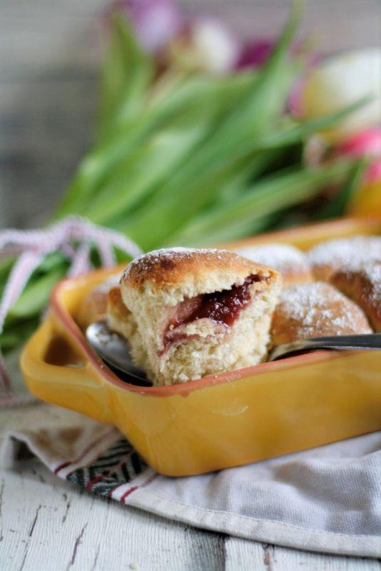 Buchteln backen gefüllt mit Powidl Rezept Hefeteilchen mit Marmelade gefüllt
