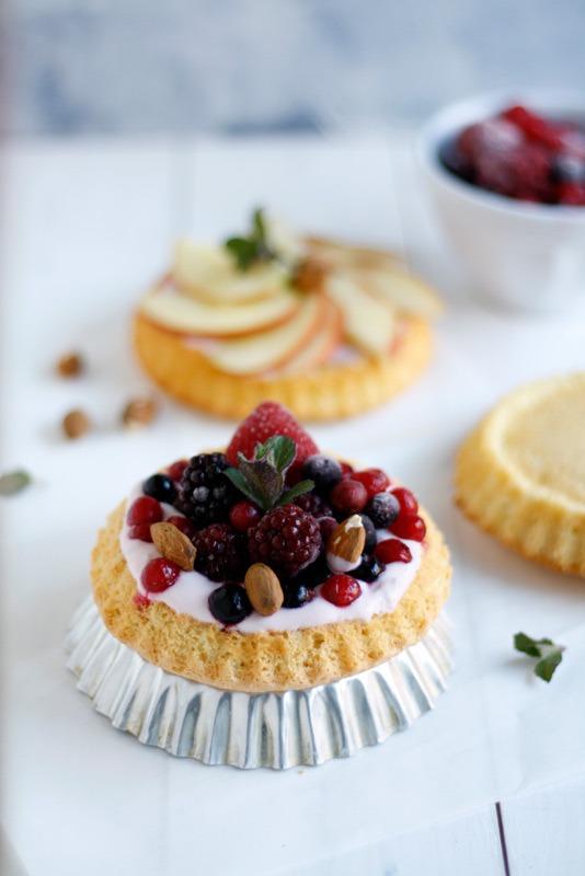 Biskuittörtchen-mit-Joghurt-und-Früchten-von-Naschen-mit-der-Erdbeerqueen