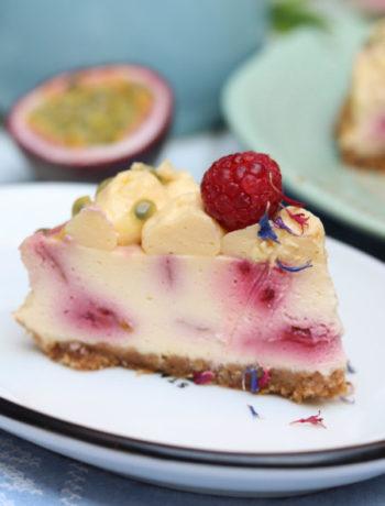Rezept für einen Cheesecake mit Himbeerswirl und Maracujatopping Gastbeitrag von leuchttage