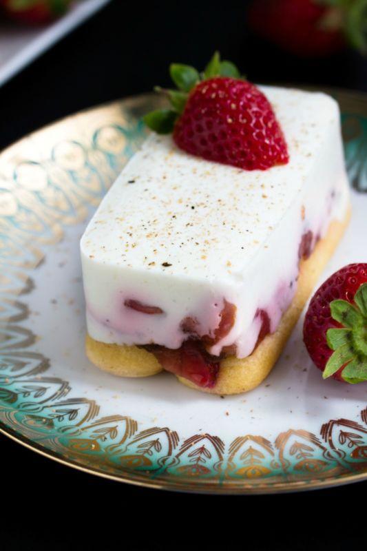Rezept für Balsamico-Erdbeeren mit Tiramisu und Licor 43 ein perfektes Sommerdessert.
