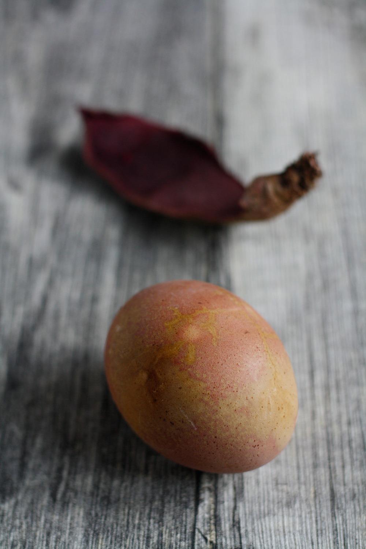 Oster DIY: Ostereier mit Naturfarben.