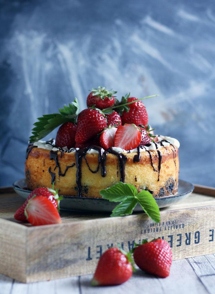Oreo Käsekuchen mit Erdbeeren Rezept für einen Oreo Kuchen auf www.naschenmitdererdbeerqueen.de