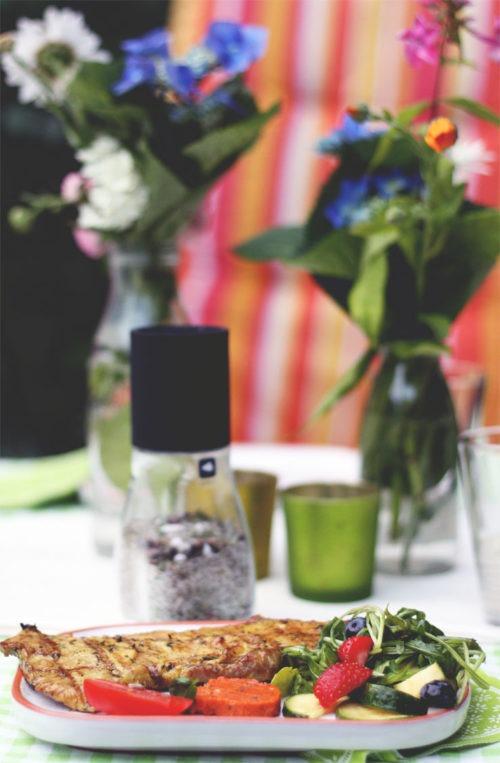 rezepte zum grillfest salat selbstgemachte tomatenbutter und mehr. Black Bedroom Furniture Sets. Home Design Ideas
