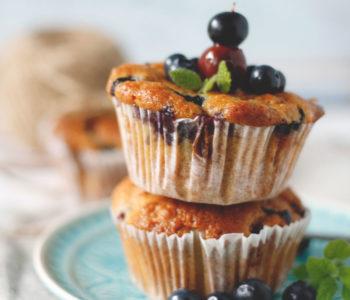 Muffins mit Blaubeeren und Amarettini. Einfaches Muffinrezept auch für den Umzug oder für Party geeignet.