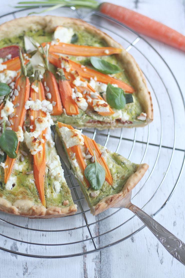 Gemüsekuchen Rezept vegetarisch mit Möhren und Feta