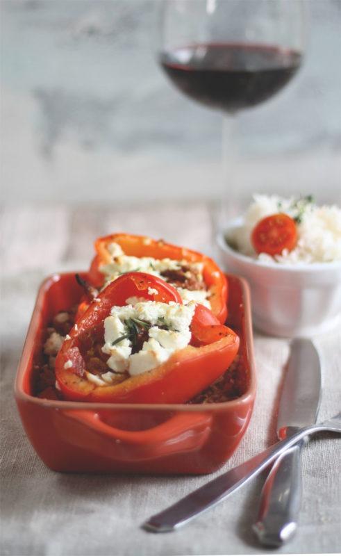 Rezept für überbackene Paprika mit Feta, Hackfleisch und Reis
