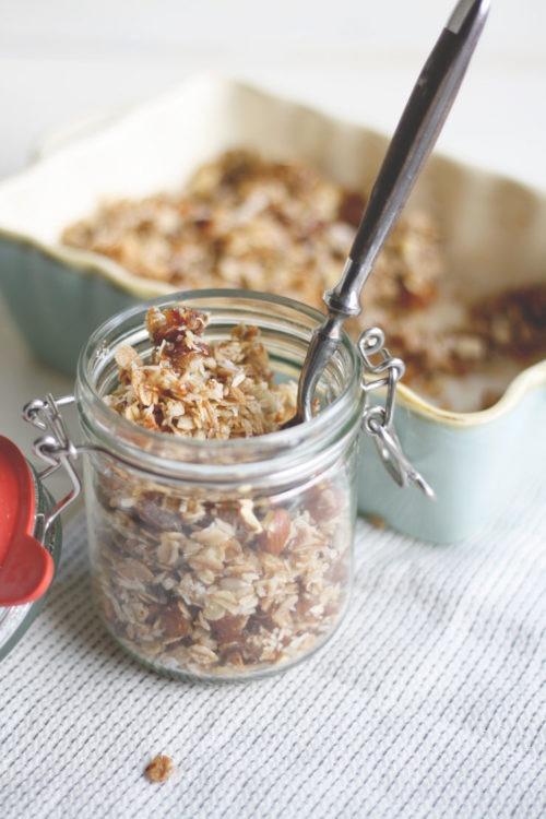 Granola mit Kokos und Datteln selber machen