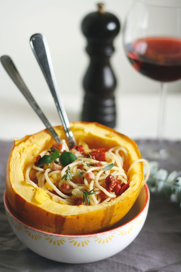 Spaghetti mit Spaghettikürbis, Speck und getrockneten Tomaten