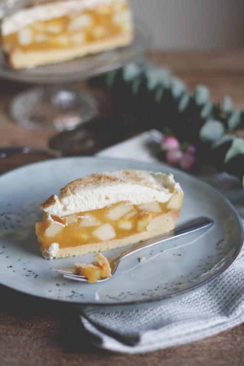 Einfacher Apfelkuchen mit Sahne und Zimt. Apfeltorte. Apfelkuchenrezept mit Sahne und Zimt