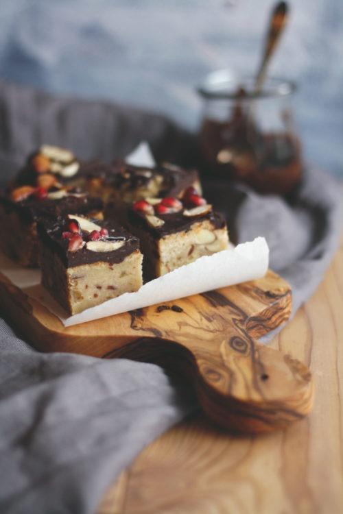 Mürbeteigkuchen Shortbread mit Datteln und Schokolade. Mürbteiggebäck backen. Kuchen mit Datteln und Schokolade jetzt nachbacken.