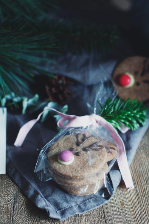 Einfache Rentierplätzchen backen. Rentierplätzchen mit Smarties. Weihnachtspätzchen für Kinder backen. Kekse als Mitbringsel.