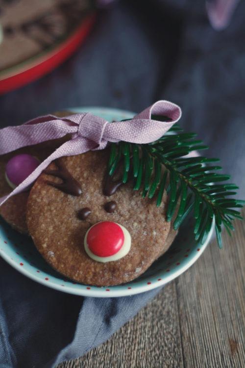 Einfache Rentierplätzchen backen. Rentierplätzchen mit Smarties. Weihnachtspätzchen für Kinder backen. Kindergeburtstag.