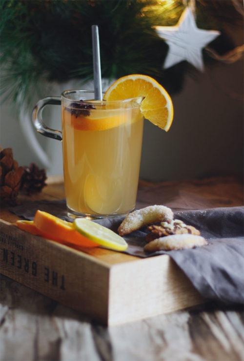 Weißer Glühwein: Rezept für selbst gemachten Glühwein wie beim Weihnachtsmarkt. Weißer Glühwein selber machen. Ganz einfaches Rezept.