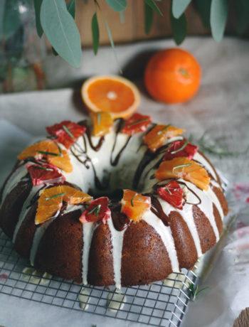 Kuchen backen Schoko-Nusskuchen mit Blutorange, Karotten und Schokostücken.