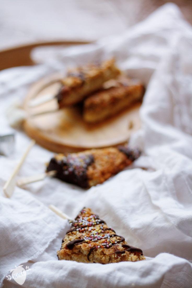 Nussecken mit Mandeln und Walnüssen backen. Nussecken ohne Haselnüsse. Fingerfood Geburtstag Kindergeburtstag Fingerfood Partyrezepte. Nussecken backen.