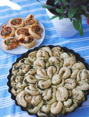 Veganes Zupfbrot mit Knoblauch, Kräutern und Olivenöl. Rezept einfaches Zupfbrot zum Grillen. Rezept für Picknick.