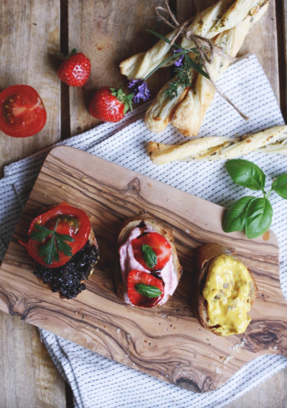 Rezept Blätterteigstangen Olivendip Curry-Dattel-Dip und Erdbeerdip