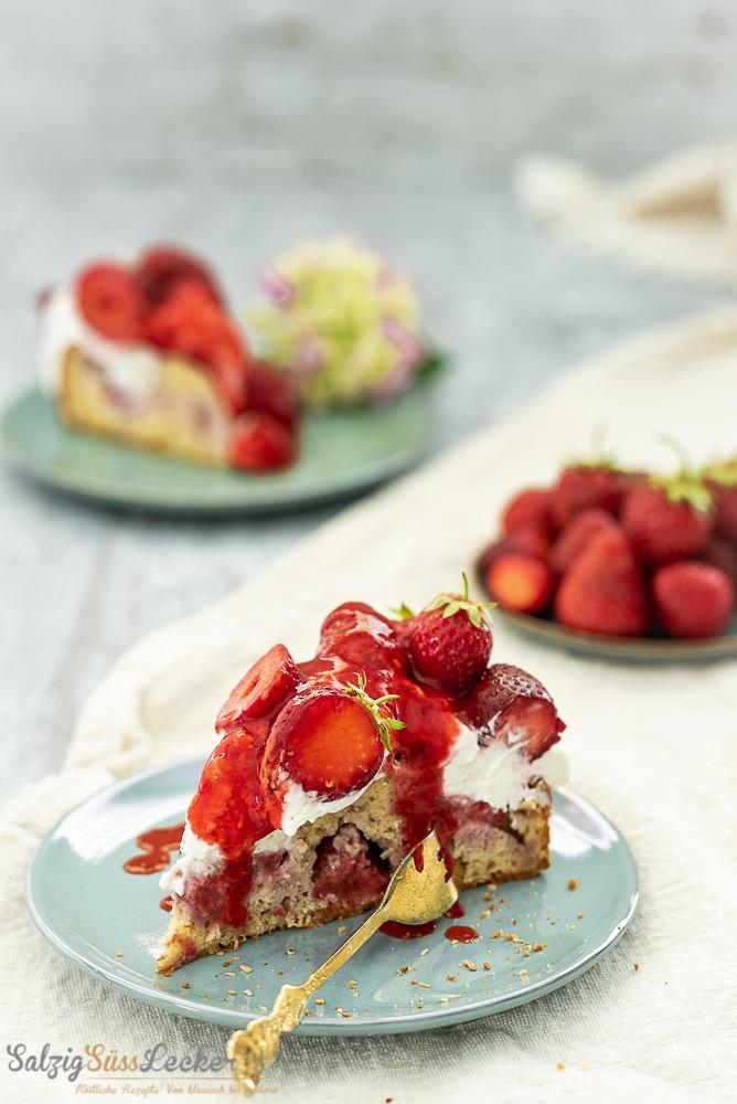 Ein Erdbeertraum, mit Holunderblütensirup verfeinert.Erdbeertorte mit Holunderblütensirup #erdbeerkuchen #erdbeerrezept