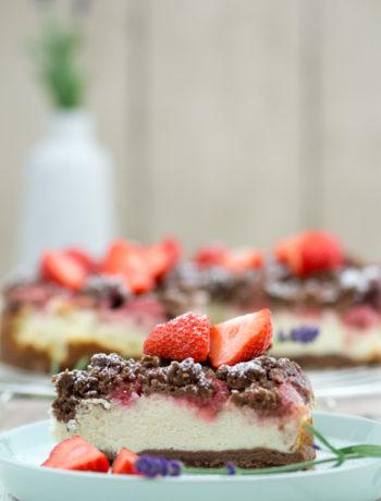*Werbung durch Gastblogger* Rezept Käsekuchen mit Erdbeeren und Schokolade.