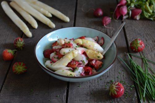 Spargelsalat mit Erdbeeren Rezept Spargel und Erdbeeren