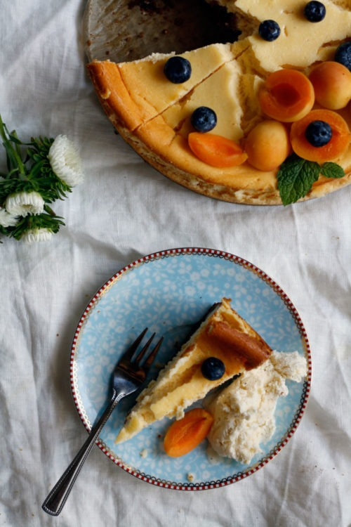Einfaches Rezept Käsekuchen mit Keksboden. Cremiger Käsekuchen mit Boden aus Keksen. Der beste Käsekuchen so wie ich ihn liebe!