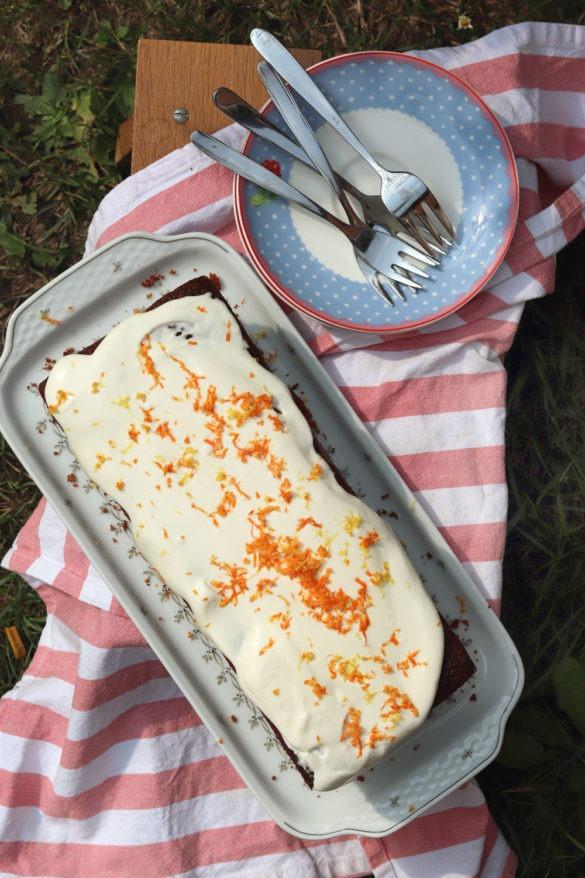 Rezept einfacher Kürbiskuchen mit Walnüssen und Dinkelmehl. Walnusskuchen mit Kürbis.Kürbiskuchen mit Frischkäse