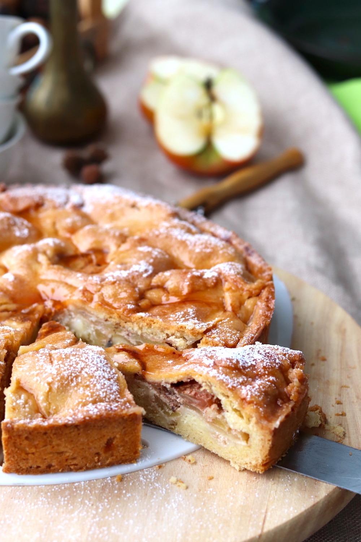 Rezept gedeckter Apfelkuchen mit Mürbteig. Entdecke jetzt das Rezept für gedeckten Apfelkuchen.