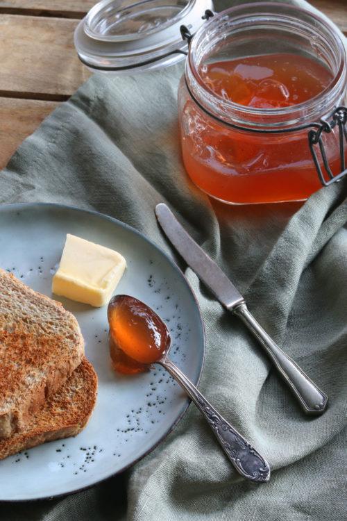 Quitten einkochen: Rezept Quitten einkochen. Rezept für selbst gemachtes Quittengelee. Selbst gemachter Brotaufstrich zum Verschenken.