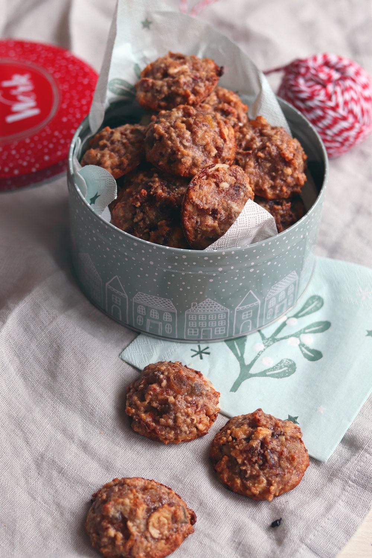 Plätzchen mit Datteln. Rezept mit Datteln. Dattelmakronen Plätzchen für Weihnachten. Plätzchen mit Eiweiß.