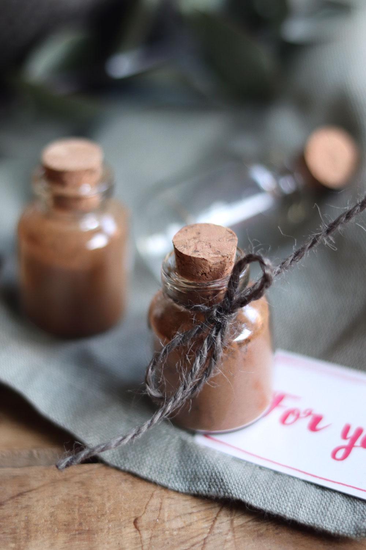Kaffeegewürz selbst gemacht. Anleitung Kaffeegewürz mit Zimt selber machen. Weihnachtliche Gewürzmischung.