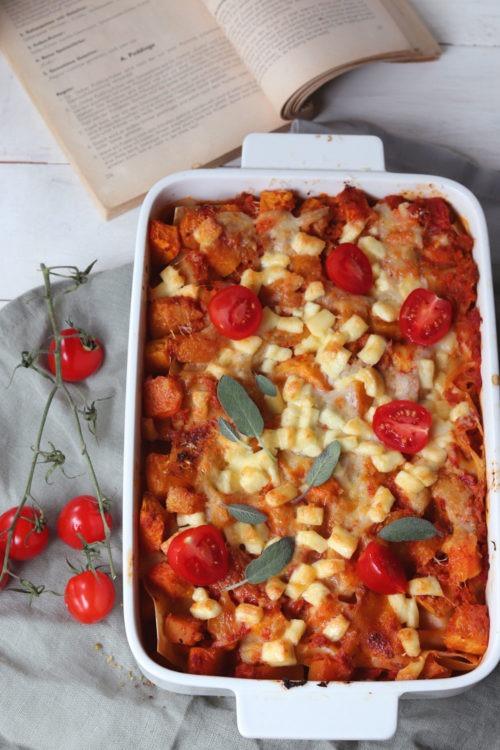 Vegetarische Kürbislasagne. Rezept Kürbislasagne. Kürbisrezept für Mittagessen oder Abendessen.