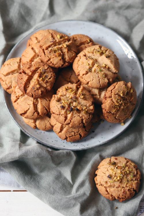 Erdnusskekse backen. Rezept Erdnusskekse. Besondere Kekse zu Weihnachten backen. Weihnachtsplätzchen. Kekse backen mit Erdnuss.Erdnussplätzchen