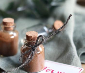 Kaffeegewürz selbst gemacht. Anleitung Kaffeegewürz mit Zimt selber machen. Weihnachtliche Gewürzmischung. Geschenk aus der Küche selber machen.